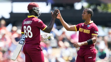 Darren Sammy and Lendl Simmons put on 154 runs for the sixth wicket