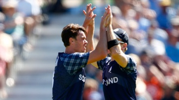 Iain Wardlaw celebrates the wicket of Grant Elliott