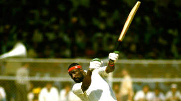 Viv Richards gets on his toes