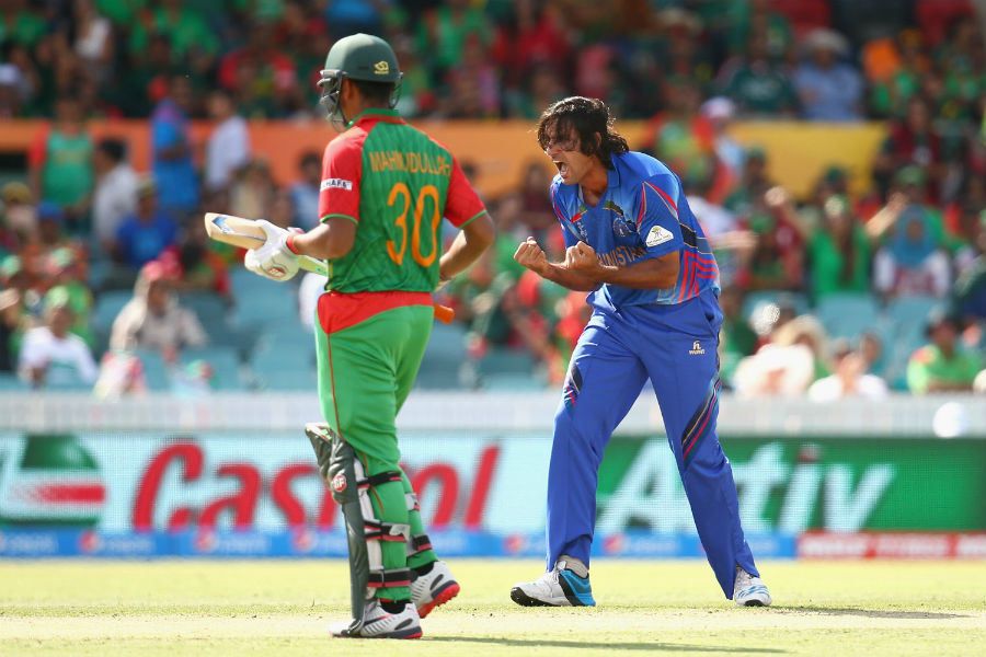 Shapoor Zadran dented Bangladesh further when he had Soumya Sarkar trapped lbw and Mahmudullah caught behind
