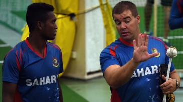 Al-Amin Hossain gets some advice from Heath Streak