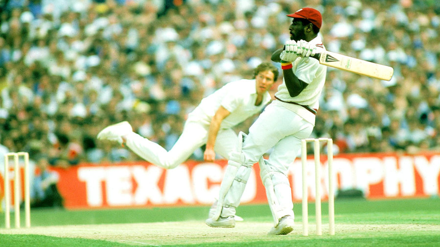 Viv Richards pulls Derek Pringle