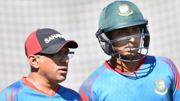 Soumya Sarkar has a chat with coach Chandika Hathurusingha