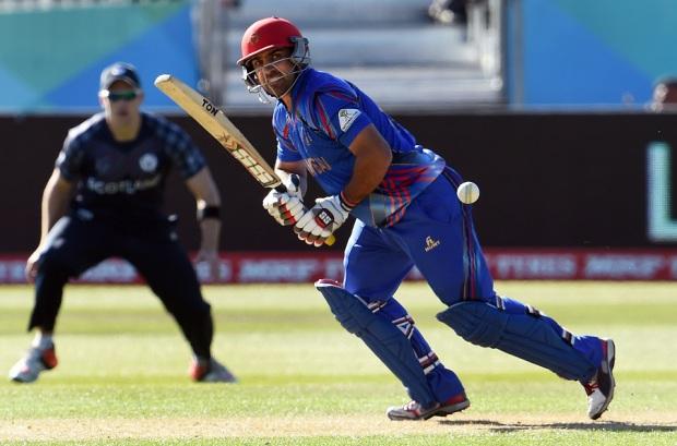 Samiullah Shenwari nudges the ball to the leg side