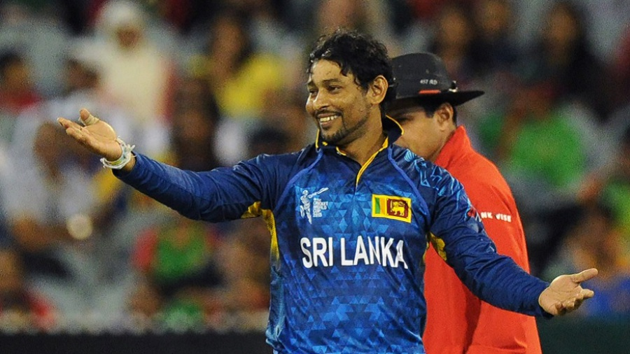Tillakaratne Dilshan rejoices after dismissing Mortaza