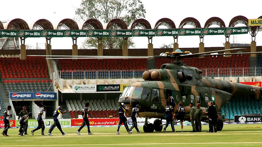 Sri Lankan players prepare to board a Pakistani military helicopter