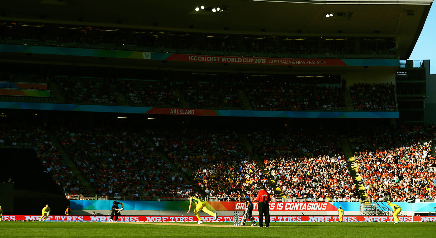 NZ v Oz: Eden Park got a heart-thumping thriller when the hosts met for their first encounter of the 2015 World Cup