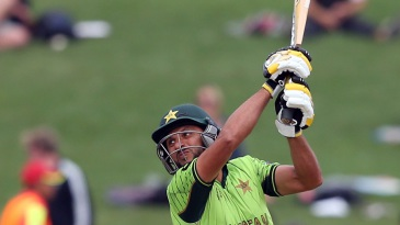 Shahid Afridi passed 8000 ODI runs with a six over cover