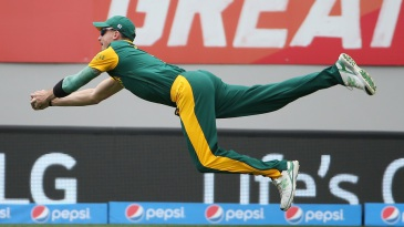 Steyn leaps in the air to catch Ahmed Shehzad