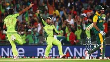 Wahab Riaz signals victory after removing Imran Tahir