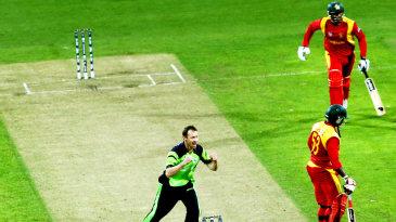 Alex Cusack celebrates Tawanda Mupariwa's wicket