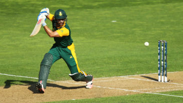 JP Duminy plays off the front foot