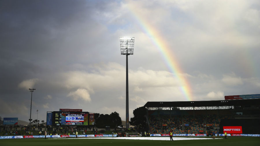 A rainbow brings in some hope of play at the Bellerive Oval