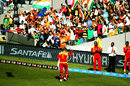 The crowd gives Brendan Taylor a standing ovation , India v Zimbabwe, World Cup 2015, Group B, Auckland, March 14, 2015
