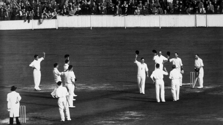 England players doff their hats to Don Bradman in his final Test innings