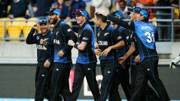 The entire New Zealand team converges to congratulate Daniel Vettori on his catch