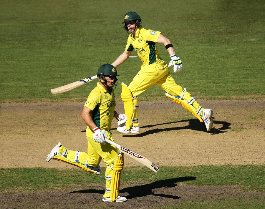 The pair ground the Indian bowlers for 182 runs in 31 overs to put Australia in the ascendancy