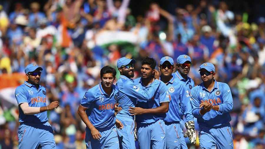 India drew first blood, though, when Umesh Yadav dismissed David Warner for 12 in the fourth over.