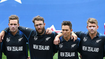 Tim Southee, Daniel Vettori, Trent Boult and Corey Anderson before the start of the game