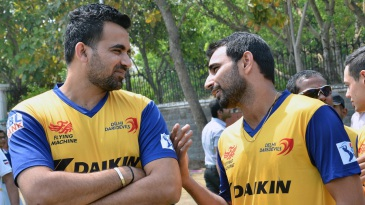 Mohammed Shami has a chat with Zaheer Khan