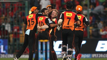 David Warner is mobbed by team-mates after he took Mandeep Singh's catch