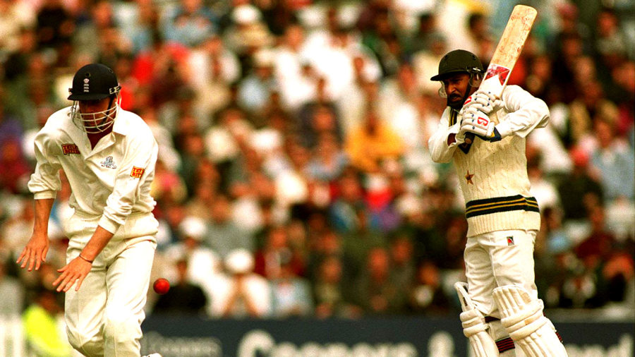 Nick Knight tries to get out of the way of a Saleem Malik shot