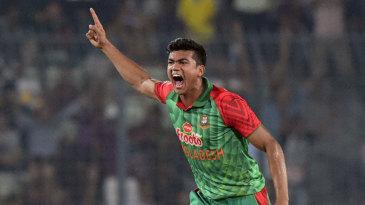 Taskin Ahmed picked up the key wickets of Azhar Ali and Haris Sohail