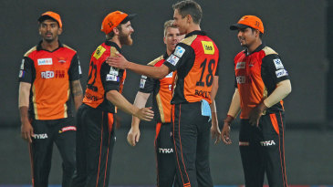 Kane Williamson and Trent Boult celebrate a wicket