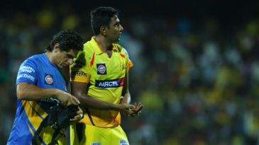 R Ashwin walks off after injuring his hand