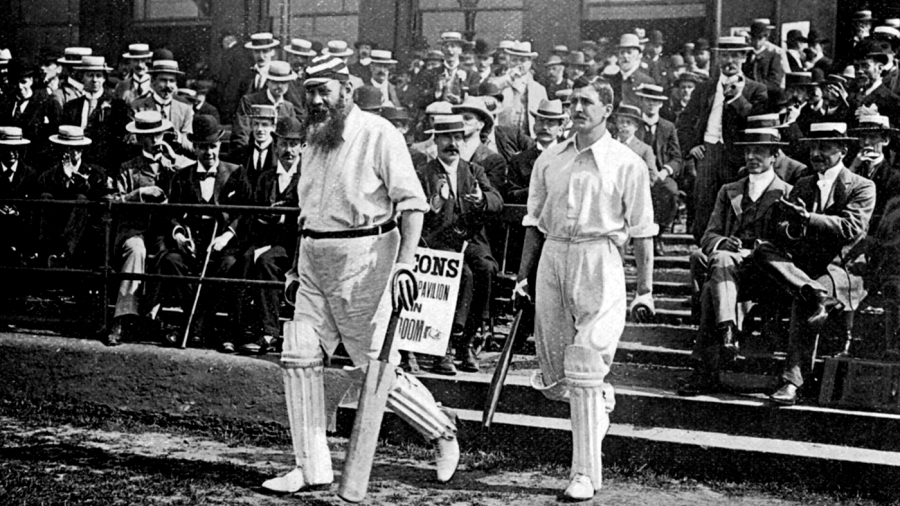 WG Grace walks out to bat, circa 1899