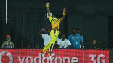 Dwayne Bravo plucks a one-hander at the boundary