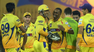 Dwayne Bravo and MS Dhoni share a lighter moment during the time-out