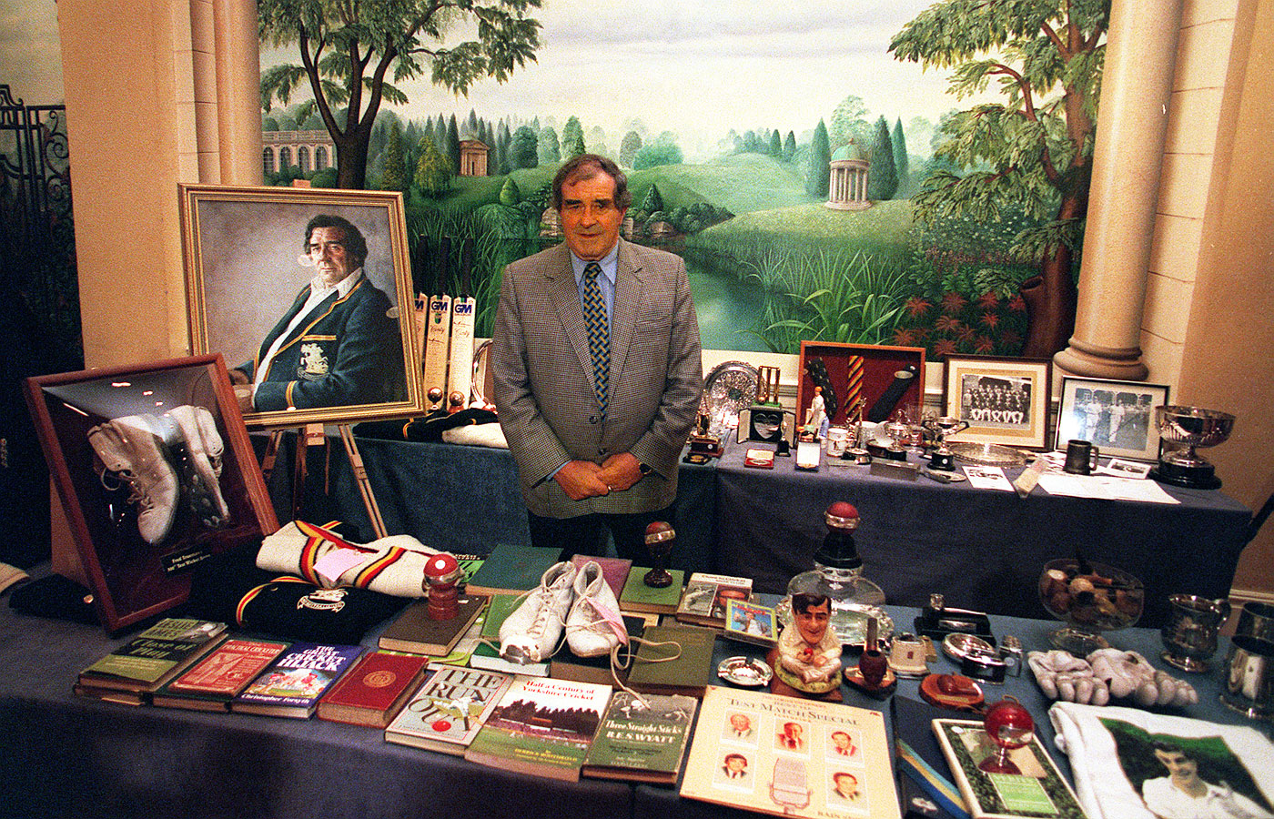 Hawking his memorabilia at the The Fiery Fred Collection Auction in 2001