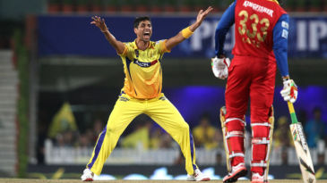 Ashish Nehra appeals for a wicket