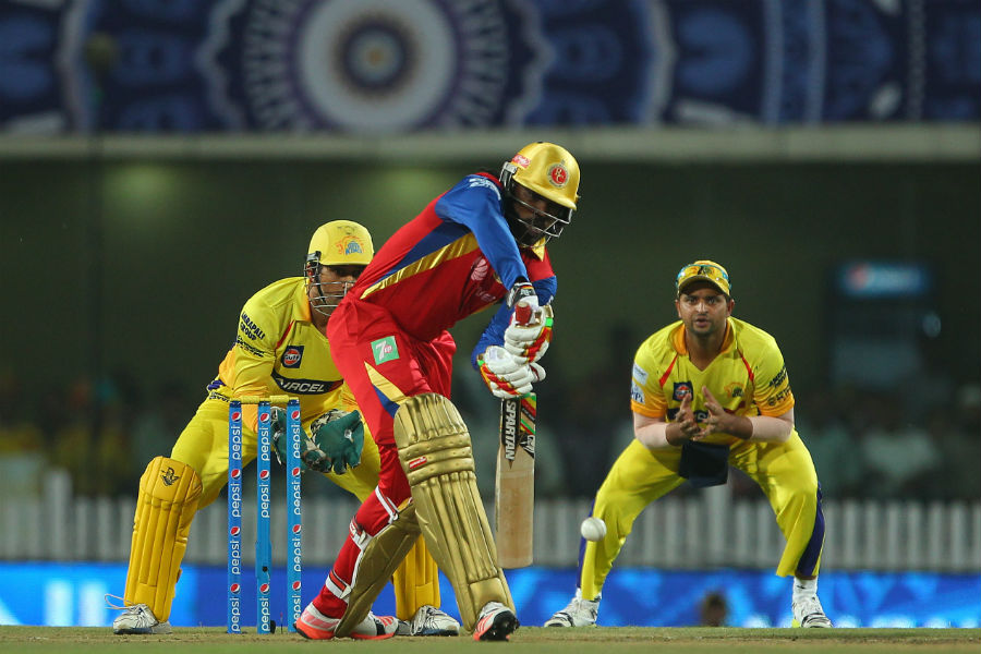 With Royal Challengers at 67 for 3 after 13 overs, Chris Gayle struck two succesive sixes off Suresh Raina's third over but fell the very next ball, top-edging a return catch