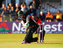 Kevin O'Brien sweeps during an unbeaten 48 that saw Leicestershire home, Leicestershire v Durham, NatWest T20 Blast, Grace Road, May 28, 2015