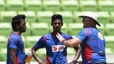 Bangladesh bowling coach Heath Streak has a word with Rubel Hossain and Mustafizur Rahman