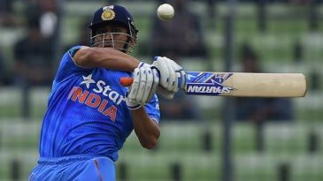 MS Dhoni unleashes the pull