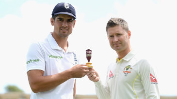 Alastair Cook and Michael Clarke with an Ashes urn