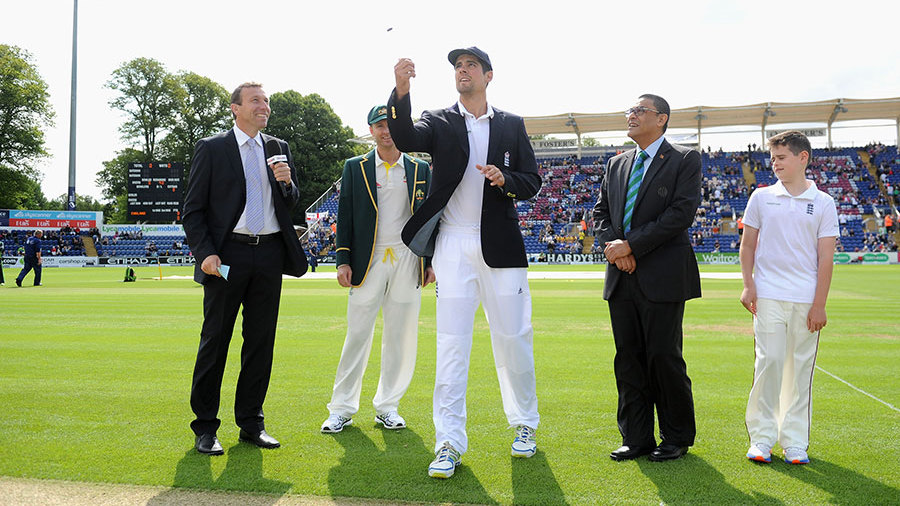 Alastair Cook won the toss and chose to bat