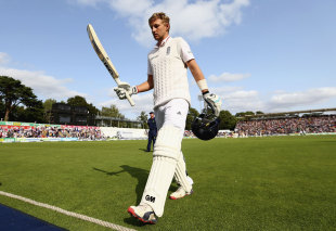 Joe Root leaves the field to a standing ovation after his outstanding 134, England v Australia, 1st Investec Ashes Test, Cardiff, 1st day, July 8, 2015