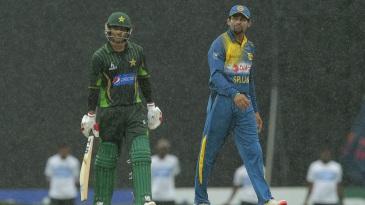 Mohammad Hafeez and Tillakaratne Dilshan walk off amid rain