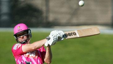 Scott Kuggeleijn plays a pull shot