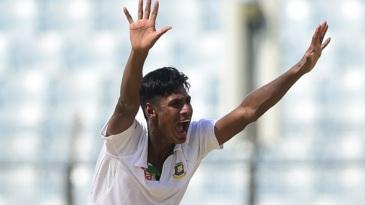 Mustafizur Rahman appeals successfully for an lbw against JP Duminy