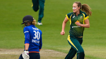 Ellyse Perry made significant inroads into England's top order