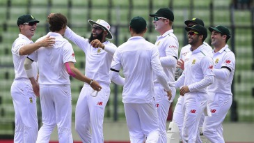 The South Africans congratulate Dale Steyn on his 400th Test wicket