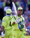 Saeed Anwar acknowledges applause for his century, New Zealand v Pakistan, 1st semi-final, World Cup, Old Trafford, June 16, 1999