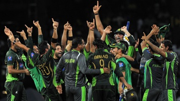 Pakistan celebrate their one-wicket win