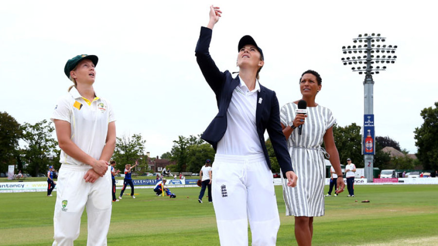 Meg Lanning calls as Charlotte Edwards tosses the coin