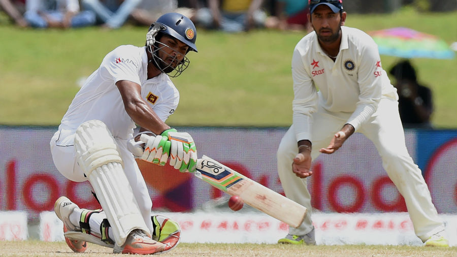 Dinesh Chandimal plays the reverse sweep